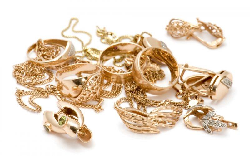 Почему покупка золотых украшений выгодно в ломбарде.